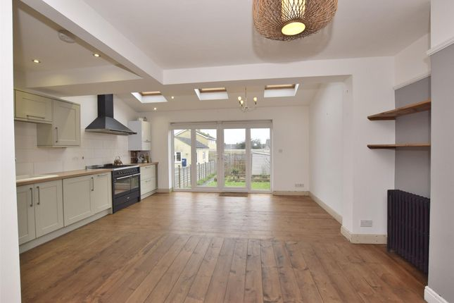 Thumbnail Property to rent in Bloomfield Drive, Bath, Somerset