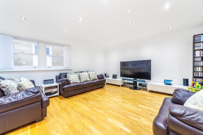Thumbnail Flat to rent in Lansdowne Place, London