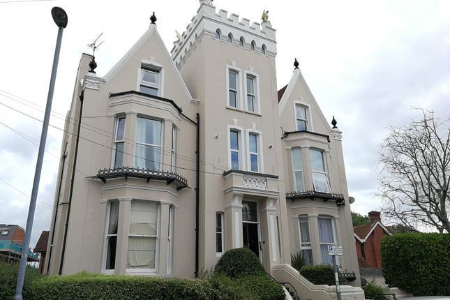 Thumbnail Flat to rent in Lennox Road South, Southsea