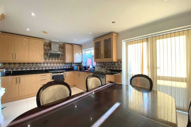 Thumbnail Terraced house to rent in Hedge Lane, Palmers Green, London