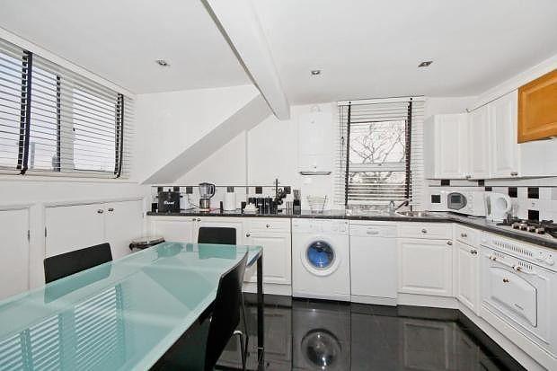 Thumbnail Maisonette to rent in Mortlake Road, Kew, Richmond