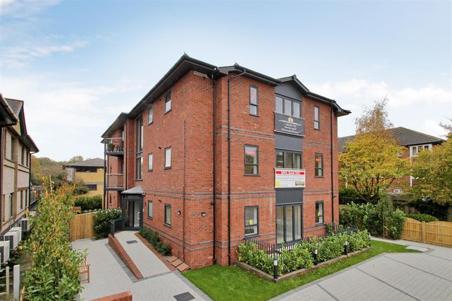 Thumbnail Flat for sale in Hortons Way, Westerham