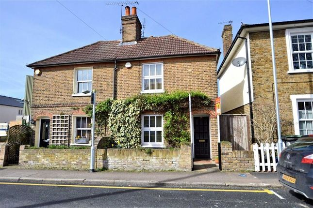 2 bed semi-detached house to rent in Hemnall Street, Epping