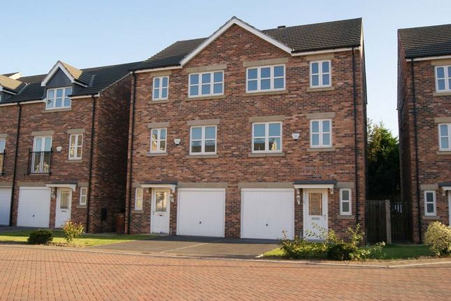 Thumbnail Town house to rent in Temple Court, Wakefield