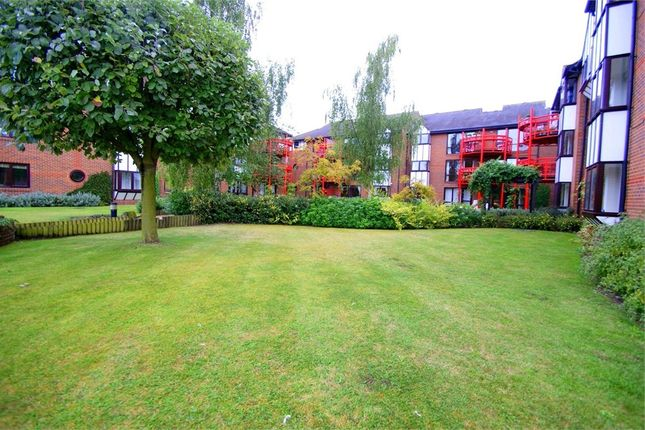 Thumbnail Flat to rent in Waterman Place, Reading, Berkshire