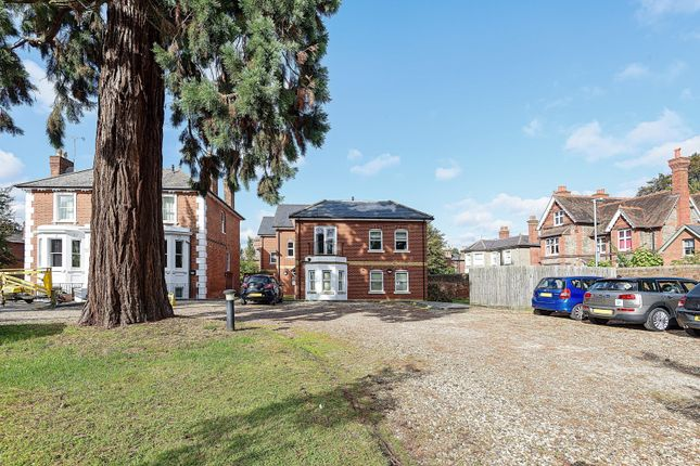 3 bed flat for sale in Crescent Road, Reading RG1