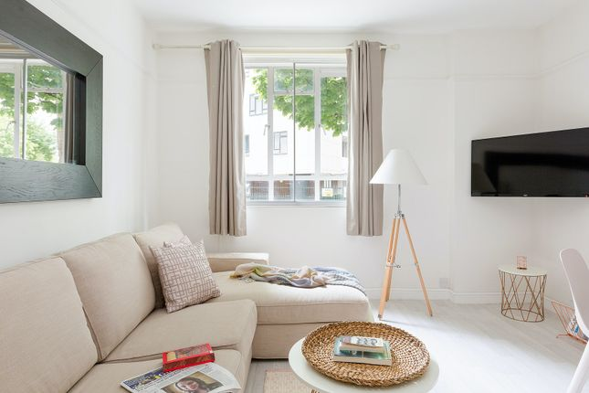 Thumbnail Flat to rent in Leinster Gardens, London