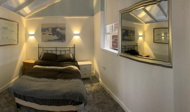 2 bed flat to rent in Water Lane, Kilmarnock KA1