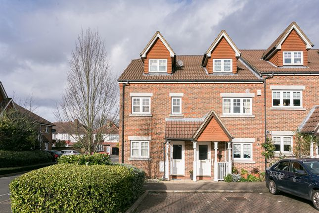 Thumbnail Property for sale in Fawcett Close, London