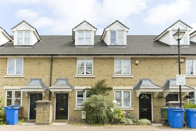 3 bed terraced house to rent in Banfield Road, London