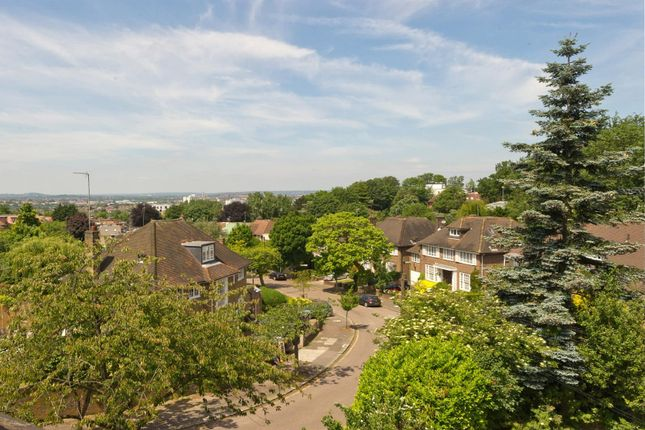 Thumbnail Property for sale in West Heath Close, Hampstead
