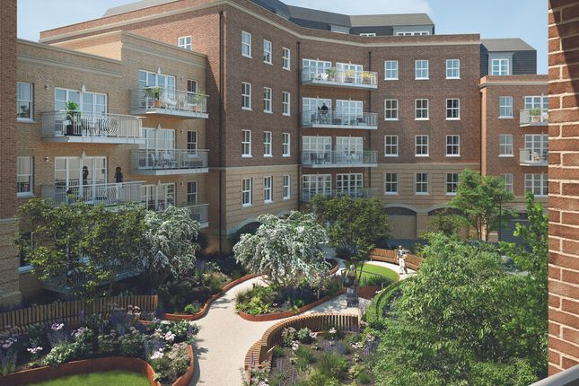 Thumbnail Flat for sale in Courtyard Gardens, Oxted, Surrey