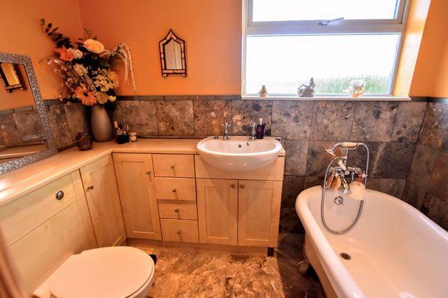Bathroom of Whaddon Way, Bletchley, Milton Keynes MK3