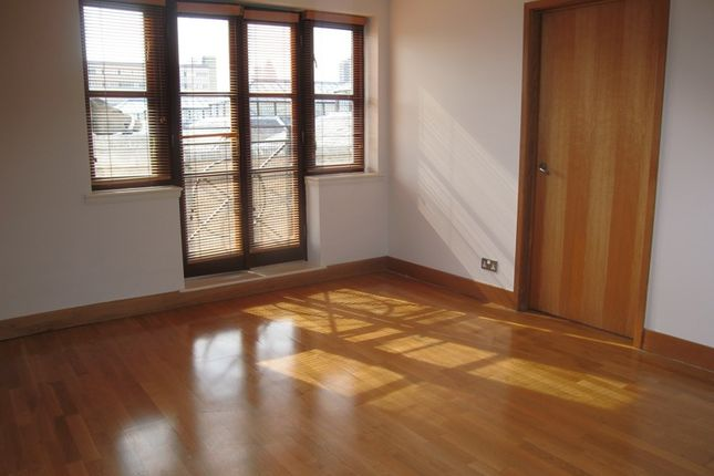 Thumbnail Terraced house to rent in Wapping Lane, Wapping, London
