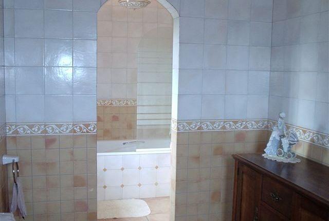 13. Principal Bathroom