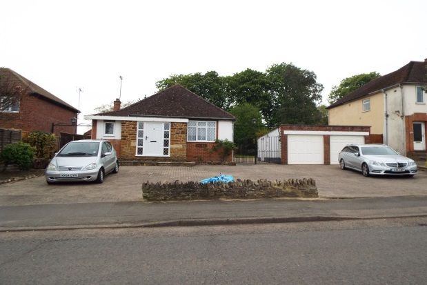 Thumbnail Bungalow to rent in Hall Avenue, Rushden