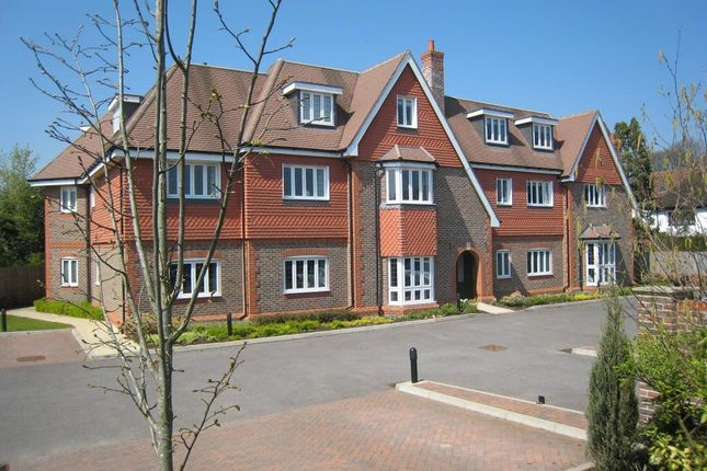 2 bed flat to rent in Shoppenhangers Road, Maidenhead SL6