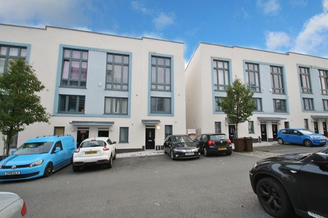 3 bed town house to rent in Ker Street, Plymouth