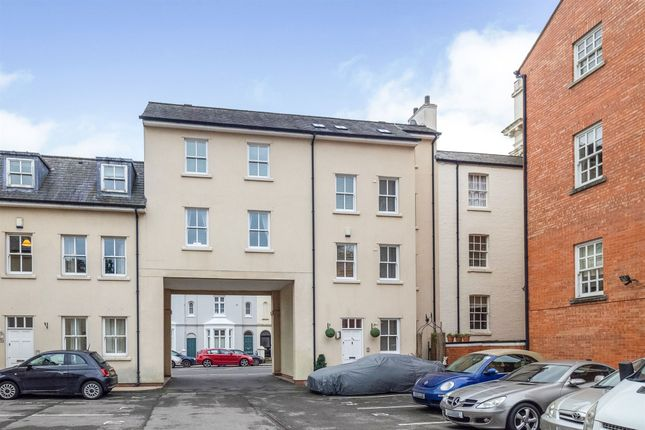 Thumbnail Town house for sale in Clarendon Avenue, Leamington Spa