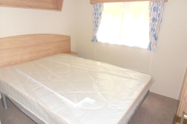 Bed 1 of Silverhill Holiday Park, Lutton Gowts, Lutton, Spalding, Lincolnshire PE12
