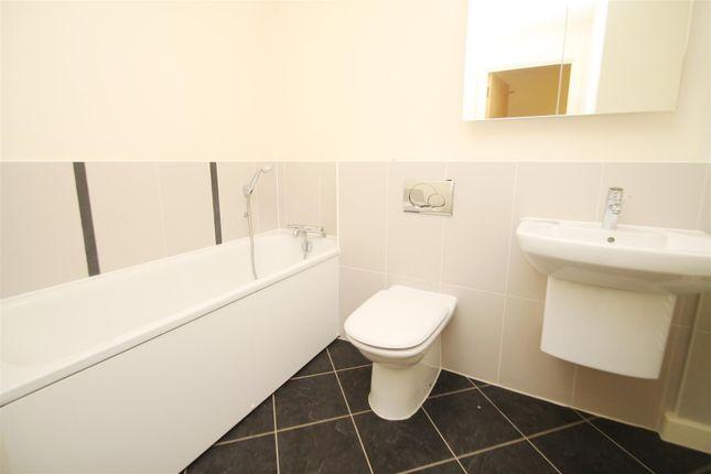 162 The Ferns Bathroom