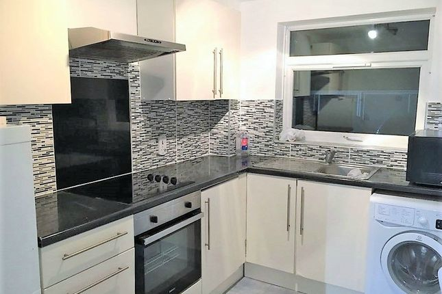 Thumbnail Flat to rent in Malvern Court, Hill Rise, Slough, Berkshire