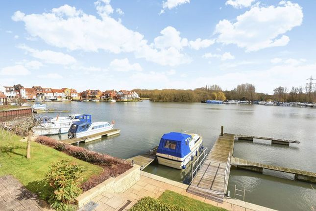 Thumbnail Terraced house for sale in West Quay, Abingdon