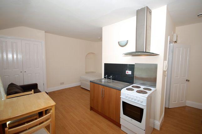 Studio to rent in Emscote Road, Warwick, Warwickshire CV34