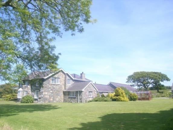 Thumbnail Bungalow for sale in Clynnog Road, Pontllyfni, Caernarfon, Gwynedd