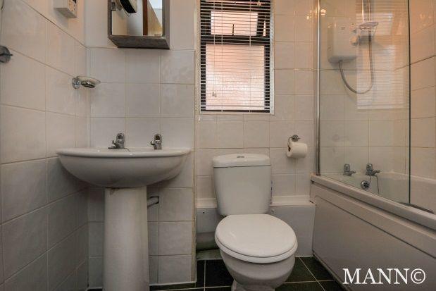 Thumbnail Flat to rent in Oak Apple Court, London