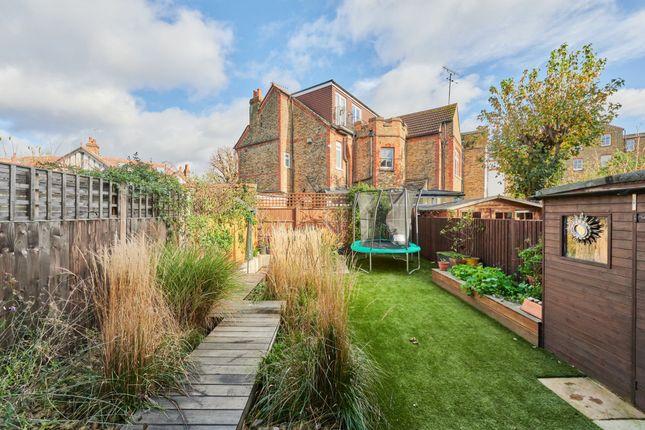 Photo 13 of Byfeld Gardens, London SW13