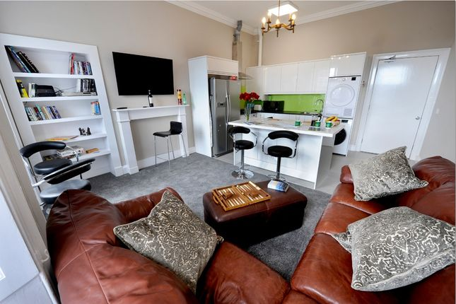 Thumbnail Flat to rent in West Nicolson Street, Edinburgh