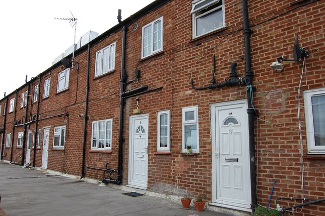 Thumbnail Maisonette to rent in Waverley Road, Slough