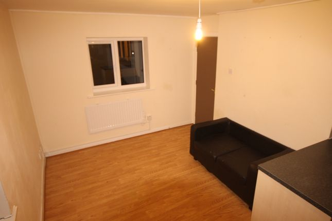 Thumbnail Flat to rent in Farnley House, Kingsdale Court, Seacroft