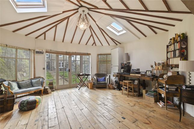Summer House of Earlham Grove, London E7