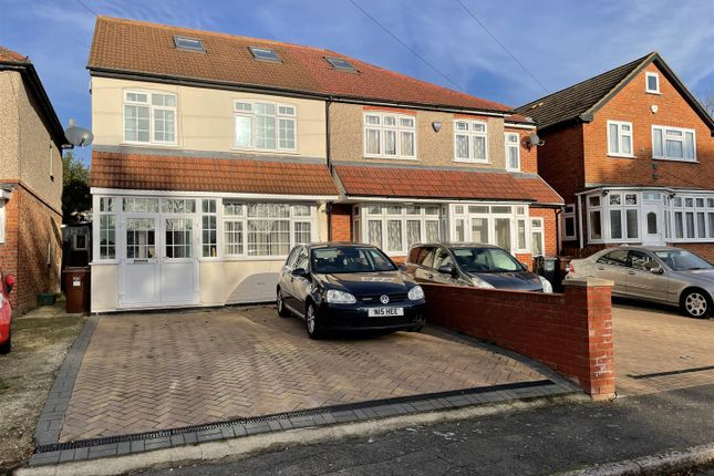Thumbnail Semi-detached house to rent in Kings Avenue, Hounslow