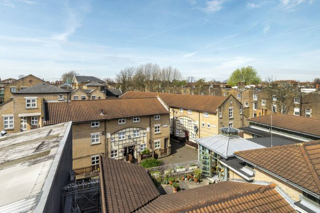 Thumbnail Flat to rent in Oscar Faber Place, St. Peter's Way, London