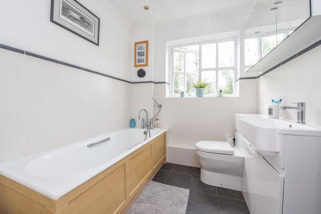 Bathroom of Dean Wood Close, Woodcote, Reading RG8