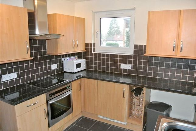 Thumbnail Flat to rent in Summers Close, Weybridge