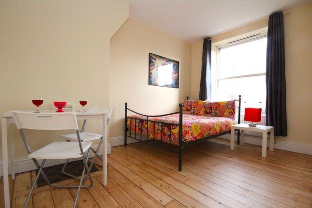 Flat to rent in Lambeth Walk, London