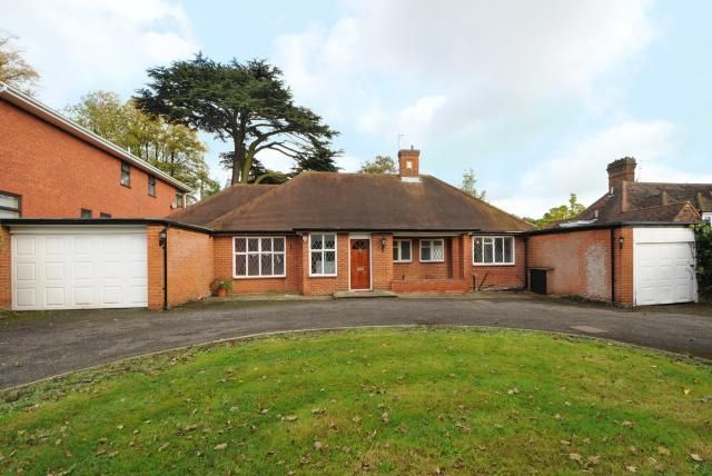 3 bed detached house to rent in Stanmore, Middlesex