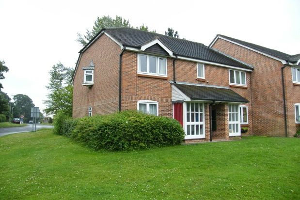 Thumbnail Flat to rent in Oakwood Close, Midhurst