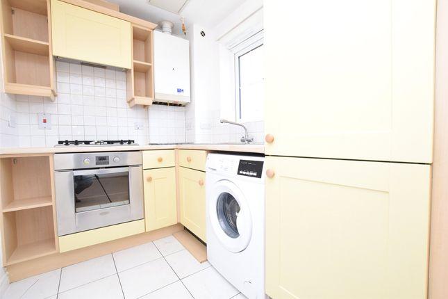 1 bed flat to rent in Wellington House, Kidman Close, Gidea Park, Essex RM2