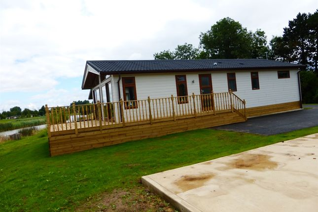 Thumbnail Mobile/park home for sale in Kirkgate, Tydd St. Giles, Wisbech
