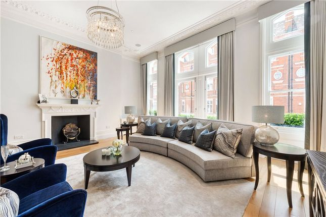 Thumbnail Terraced house to rent in Cadogan Gardens, Chelsea, London