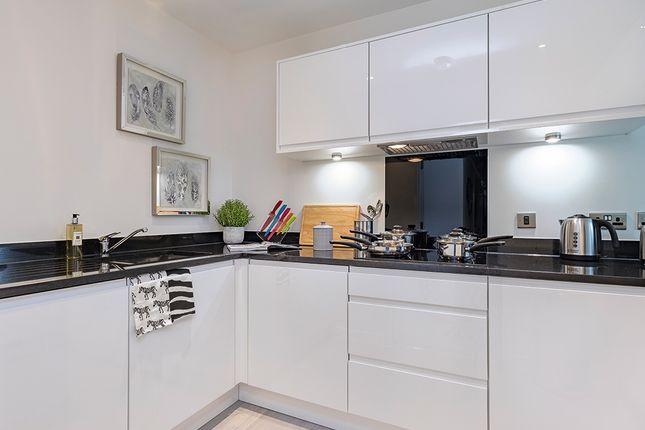 2 bedroom flat for sale in Cricklewood Lane, London