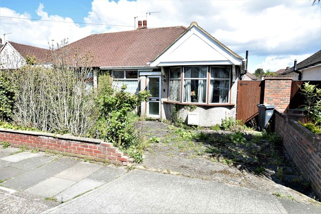 2 bed property for sale in Parkfield Crescent, Feltham, Middlesex TW13