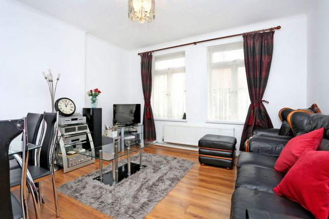 Thumbnail Flat for sale in Meade Close, Chiswick