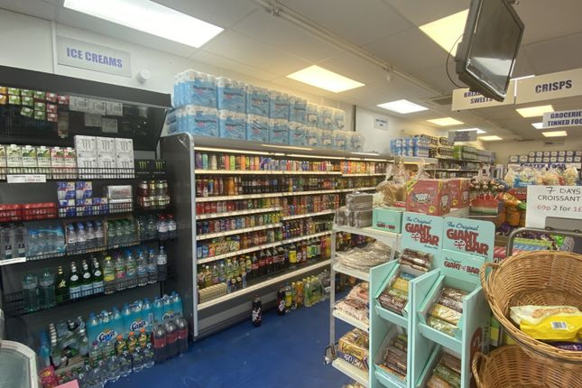 Thumbnail Retail premises for sale in Jellicoe House, Bank Court, Hemel Hempstead, Hertfordshire