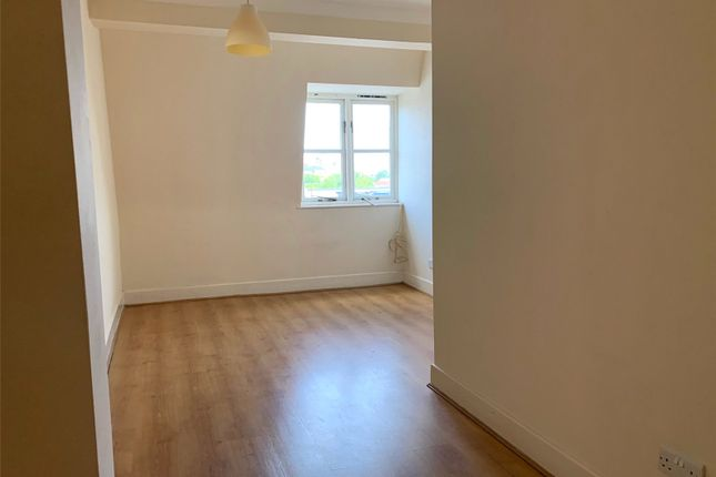 3 bed flat to rent in High Street, Bromley BR1
